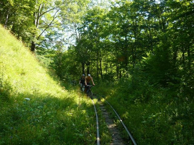 На велосипедах по шпалам