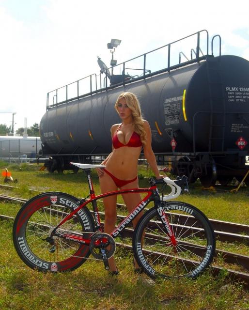 Девушки на велосипедах_5